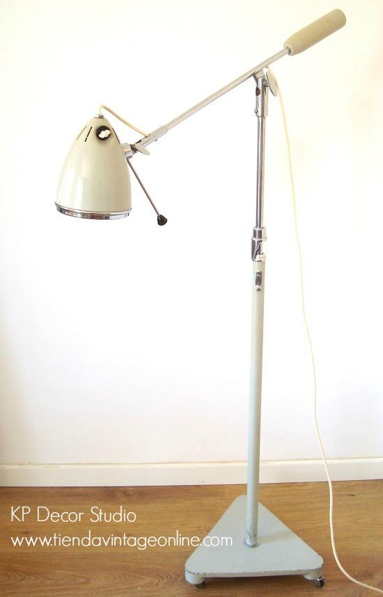 Lámparas vintage de médico o de consulta de pediatra