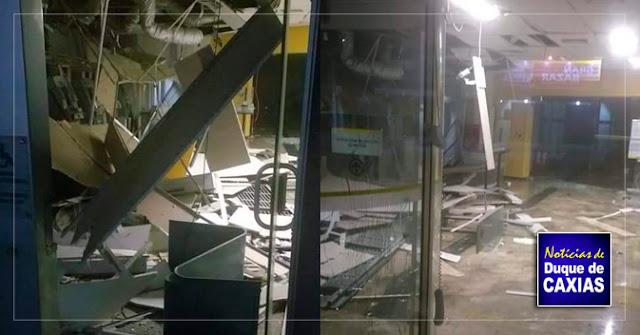 Criminosos explodem caixas eletrônicos de agência bancária em Duque de Caxias