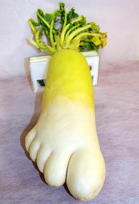 Lobak berbentuk unik seperti kaki manusia