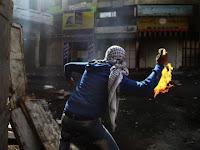 Dilempari Bom Molotov, Barak Militer Israel Terbakar Hebat