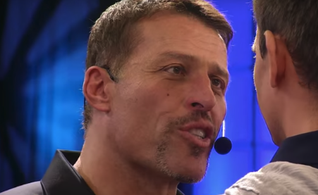 Tony Robbins Dragged Over #MeToo Comments: 'Biggest Pile of Dog S–' (Video)
