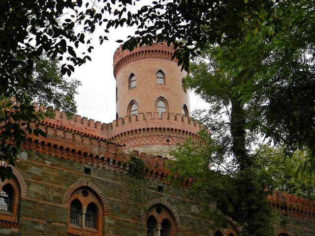 Kamieniec Ząbkowicki i wieża pałacowa.