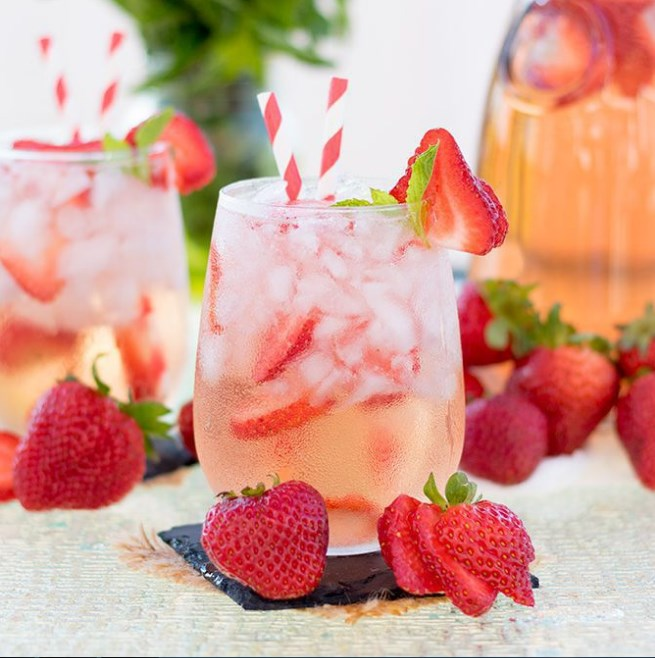 Strawberry Rosé Sangria #fresh #drinks