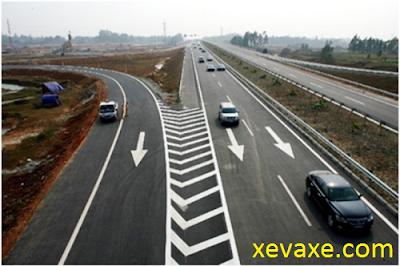 Quy tắc tài xế Việt cần nhớ khi chuyển làn cao tốc
