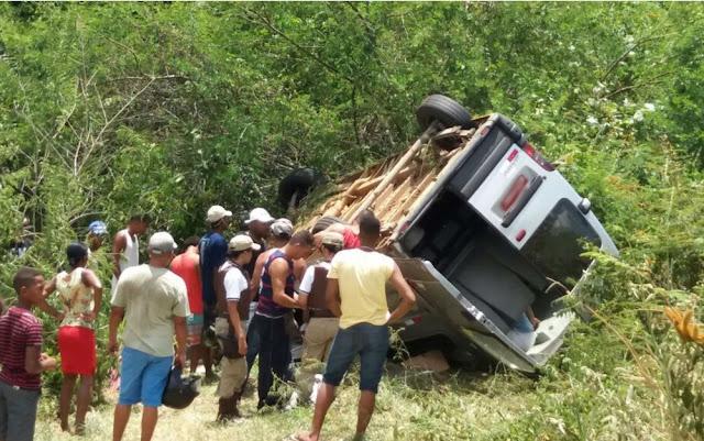 Oito pessoas ficaram feridas, uma delas em estado grave (Foto: Fábio Santos/Site Voz da Bahia)