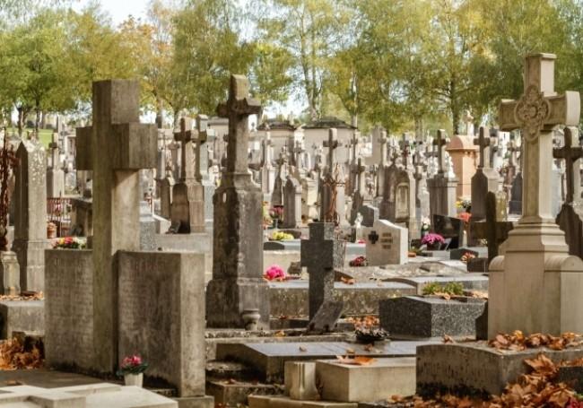 Nice (06) : des croix du cimetière de l'Est arrachées et jetées au sol