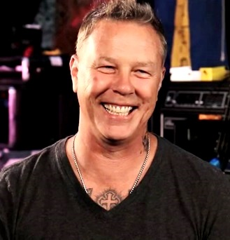 Foto de James Hetfield con cabello corto