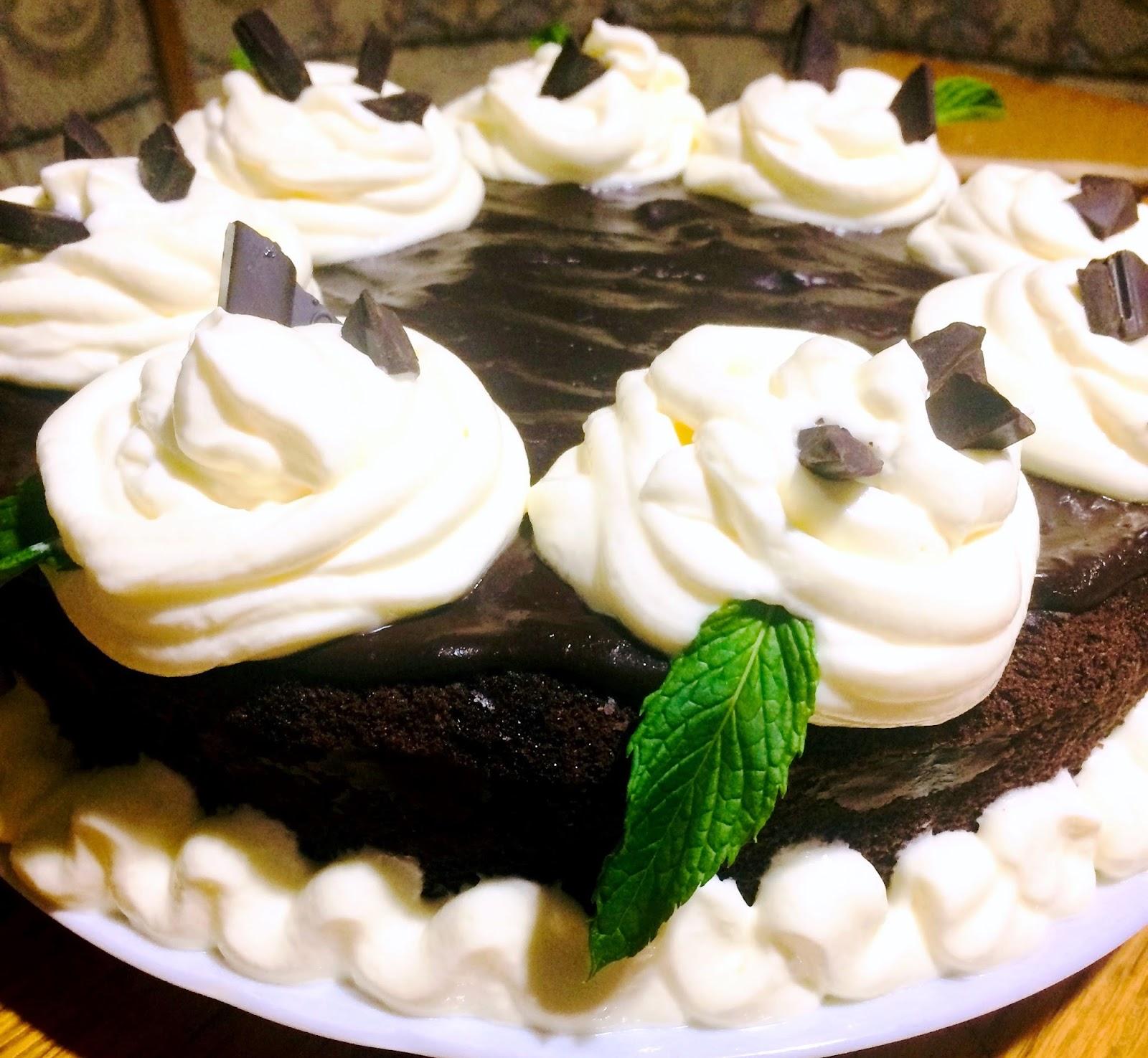 Prăjitură de ciocolată cu frișcă și mentă