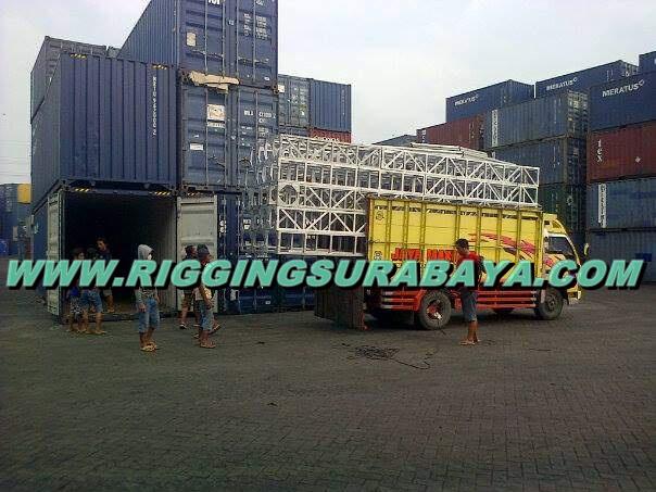 loading panggung konser papua