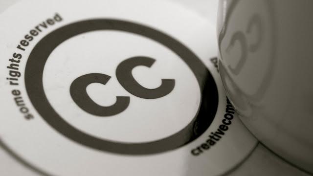 Conjunto de licencias legales que sirven para que un autor pueda autorizar algunos derechos sobre su creación en unas condicones determinadas