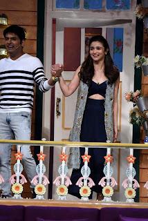 Sexy Cleavages of Alia Bhatt Chulbuli Babe Alia Bhatt on Kapil Sharma Show Exclusive