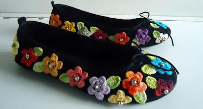 calçados com flores de crochê passo a passo