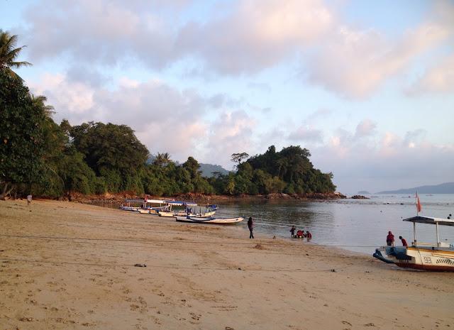 Perjalanan Wisata ke Pantai Prigi