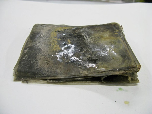 Explorers found a mysterious box in an Antarctica ice block. What they found inside is just incredible!