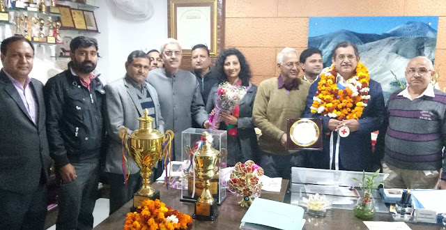 Dr. Satish Ahuja, who was honored by the Governor, was very much welcomed when he reached DAV College
