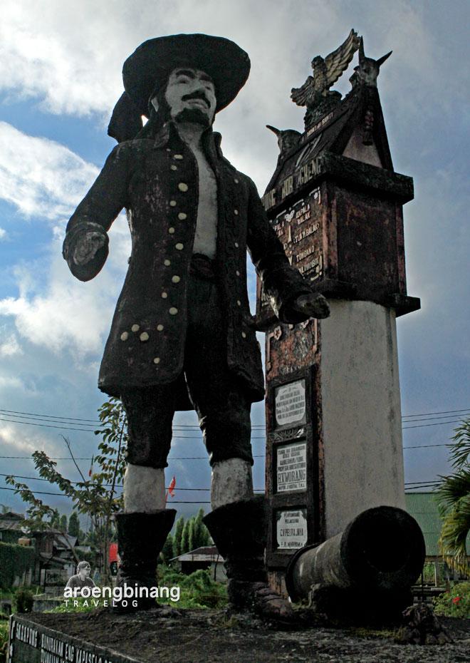 perang tondan patung sarapung korengkeng tondano minahasa sulawesi utara