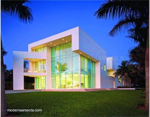 Gran casa residencial de estilo Contemporáneo