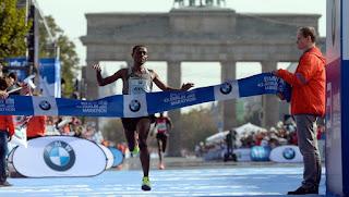 MARATÓN - Bekele acaricia el récord mundial en Berlín realizando el segundo mejor tiempo de la historia. Aberu Kebede ganó la prueba femenina