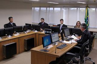 http://vnoticia.com.br/noticia/2354-placar-de-votacao-no-trf-4-ja-garante-condenacao-do-ex-presidente-lula-julgamento-prossegue