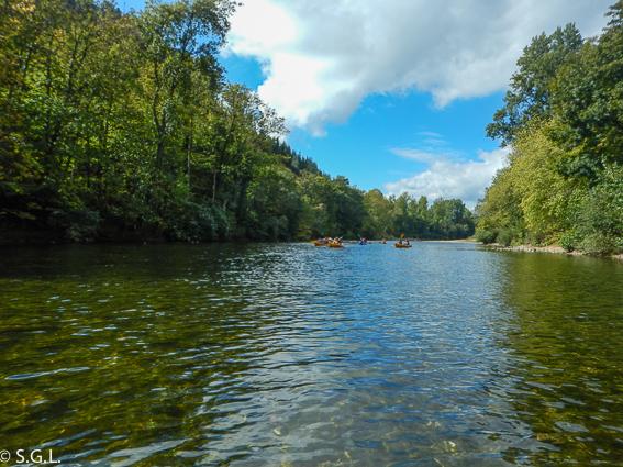 Paisaje del rio Sella. Descenso del Sella en canoa.