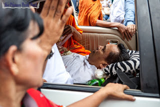 Mourners escort the body of slain political analyst Kem Ley through the streets of Phnom Penh yesterday after he was murdered at a petrol station earlier in the day. Athena Zelandonii