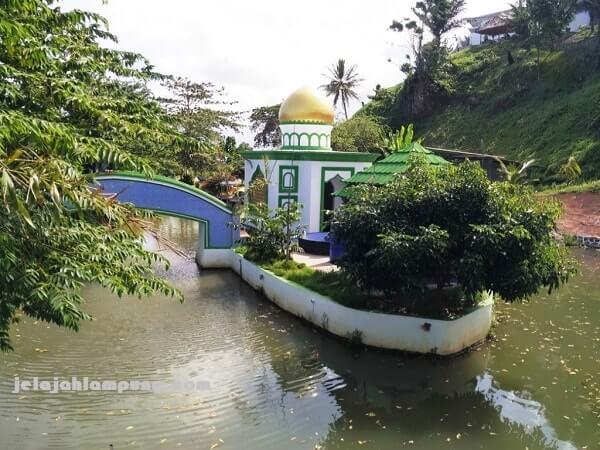 mushola dan toilet pantai kahai