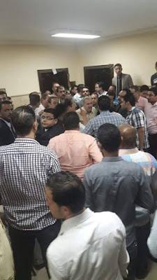تجمهر محاميو ابوكبير بالمحكمة بعد إعتداء القائم بأعمال مدير النيابة على زميلهم