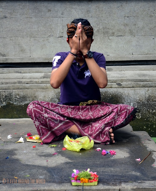 pura tirta Empul rezando bali ubud