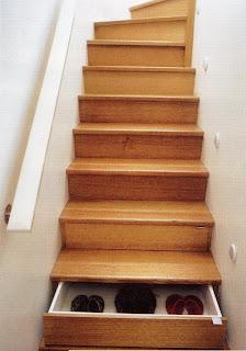 Diseño de escaleras de madera muy creativo con cajones ocultos