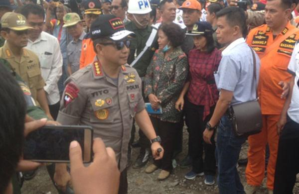 Kapolri Jenderal Tito Karnavian saat mengunjungi pelabuhan Tigaras, Simalungun.