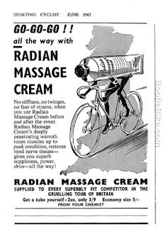 Pour faciliter le massage, le cycliste ses rase les jambes