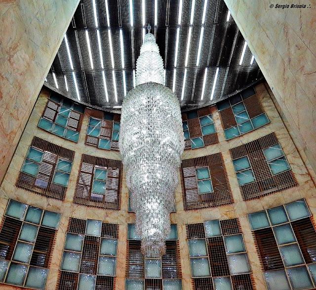 Perspectiva inferior do Lustre do Edifício Altino Arantes (Banespão) - Centro - São Paulo