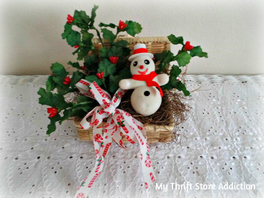 Friday's Find: Last Minute Gifts mythriftstoreaddiction.blogspot.com Vintage snowman vignette