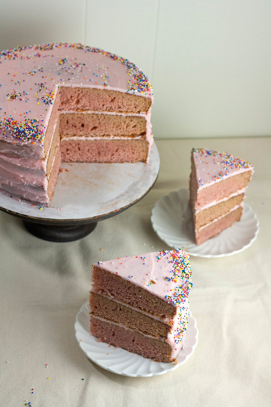 Strawberry Cake With White Chocolate Frosting Recipe