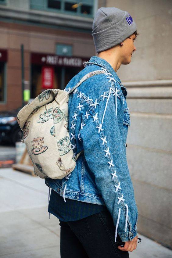 Look Masculino com Jaqueta Jeans Customizada