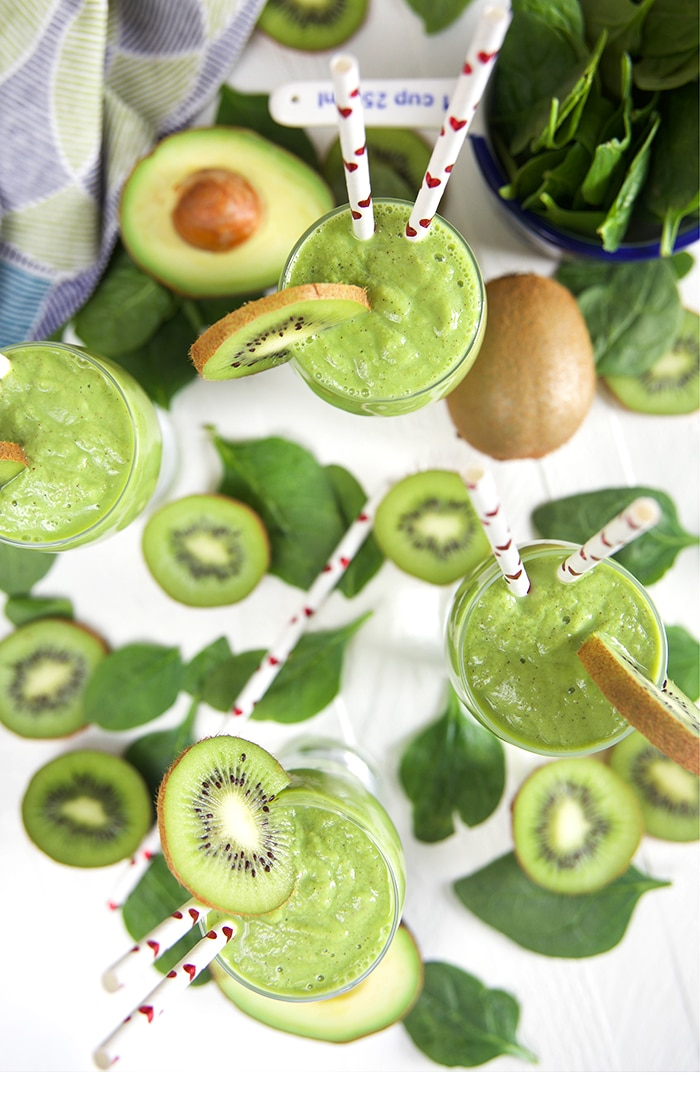 KIWI PINEAPPLE SPINACH SMOOTHIE RECIPE