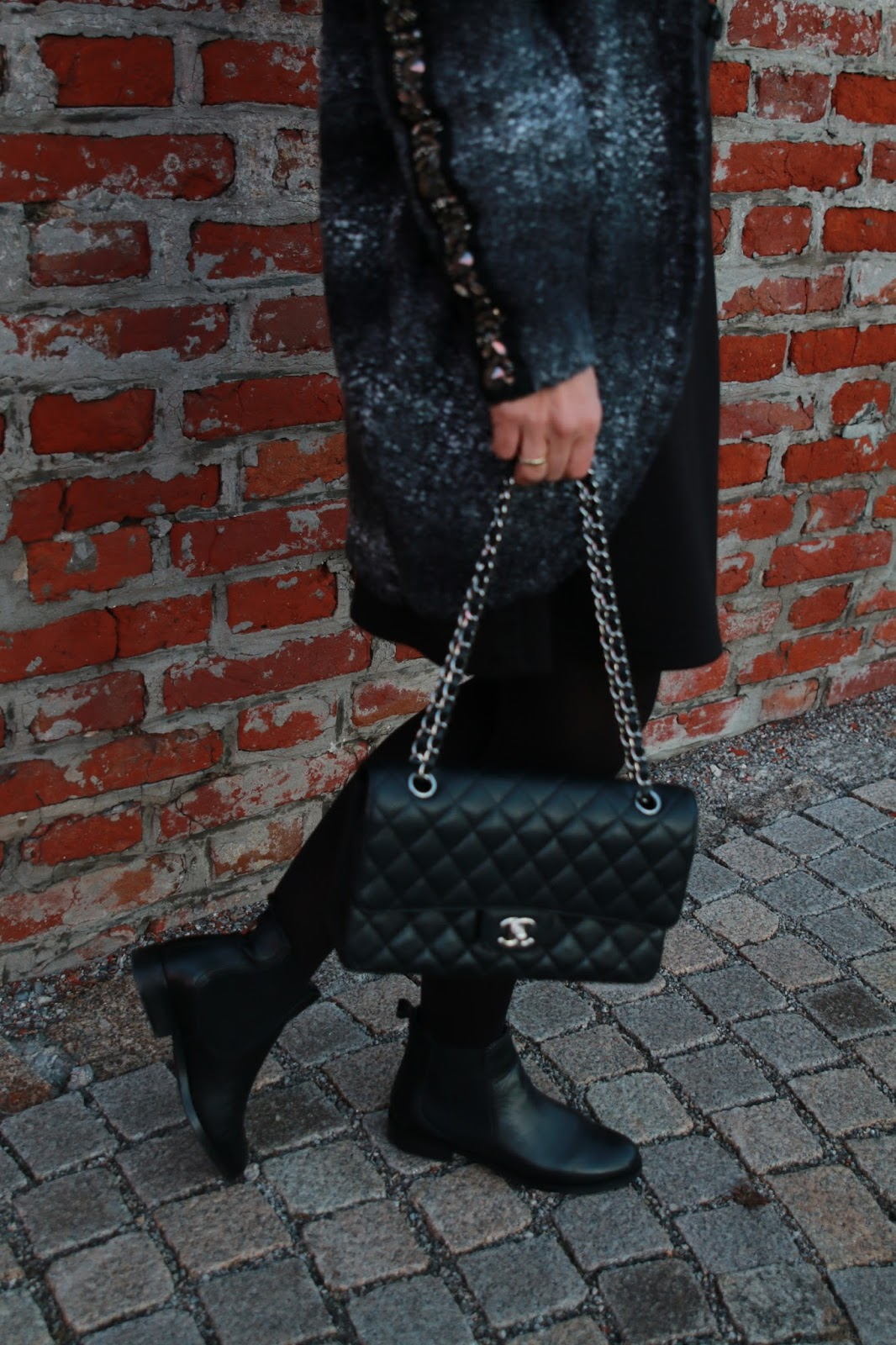 Outfit fake fur hat, black dress with belt, black Chanel 2.55, black chelsea boots, black tights