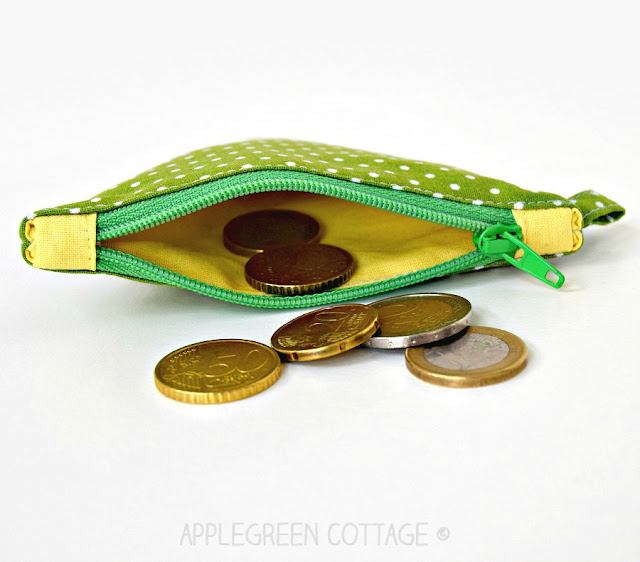 zipper tabs on zipper bag