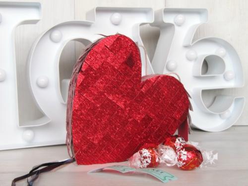 Mini piñata en forma de corazón