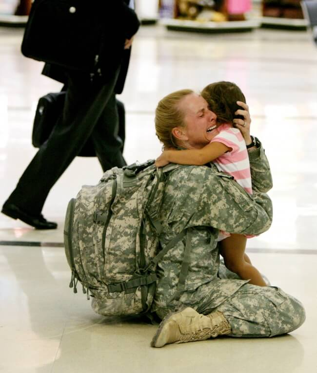 22 Stirring Pictures That Made Even The Toughest Of Us Cry - A mother soldier is finally returning home to her kid.