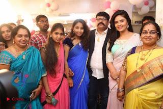 Sreemukhi Launches Manvis Saloon  0048.jpg