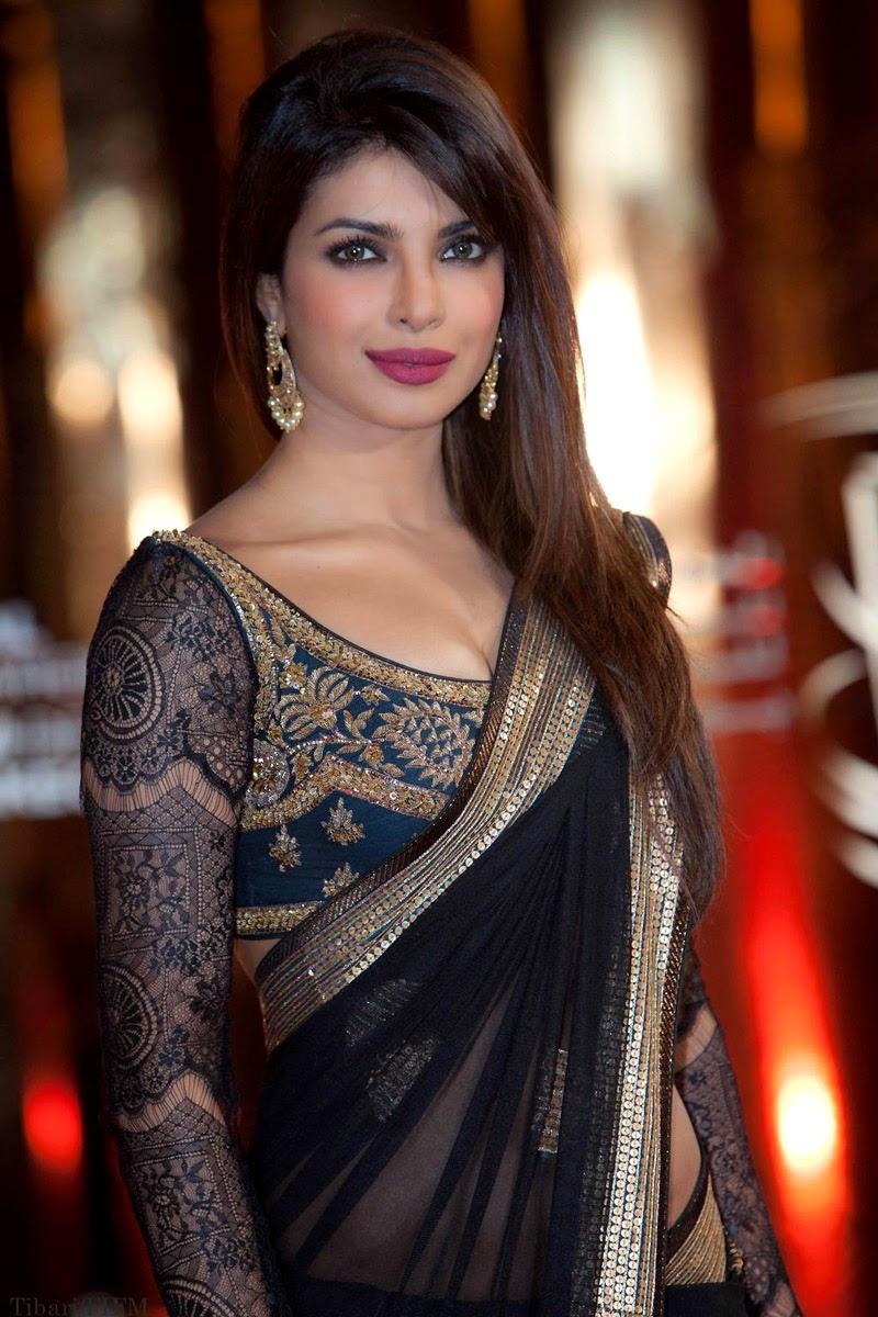 2709b668c57b5f hot actress : priyanka chopra navel in saree