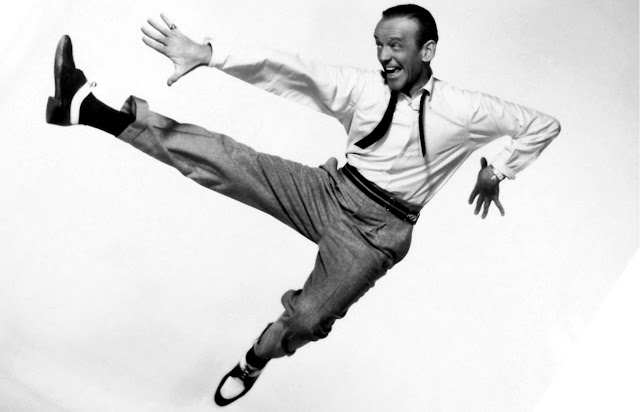 Fred Astaire dançando
