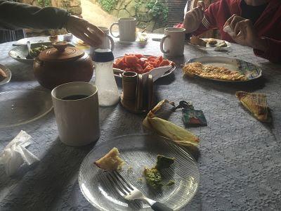 Desayuno en el Vivero Sarita. Samaipata. Bolivia