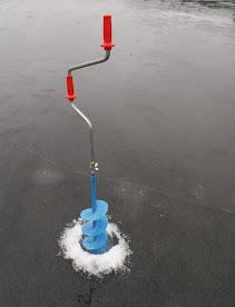 isborr Moraspiralen, detta borr gör hål på 20 cm. Stora hål krävs vid angelfiske