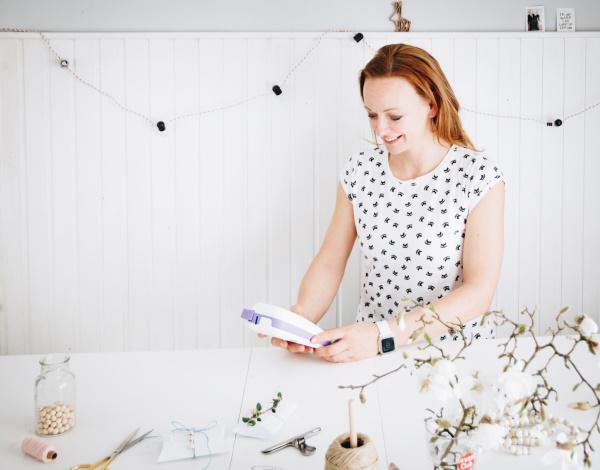 titatoni im Craftingroom: Anleitung für eine hübsche selbstgemachte Einladung mit bedrucktem Geschenkband inklusive Vorlage für eine Pillow-Box zum Ausdrucken.  By http://titatoni.blogspot.de/