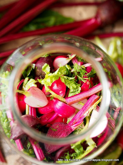 botwinka kiszona, botwina fermentowana, kiszonki, kiszone warzywa, jak ukisic botwine, maslanka, buraki kiszone, domowe przetwory, do spizarni