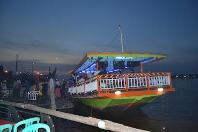 Kapal Wisata siap berlayar menyusuri Kapuas