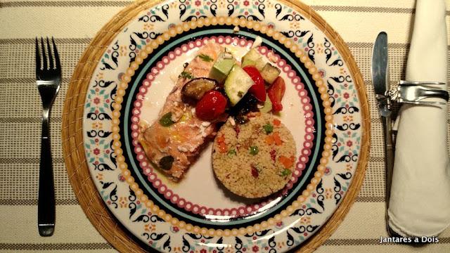 Salmão no Papelote com Couscous Marroquino