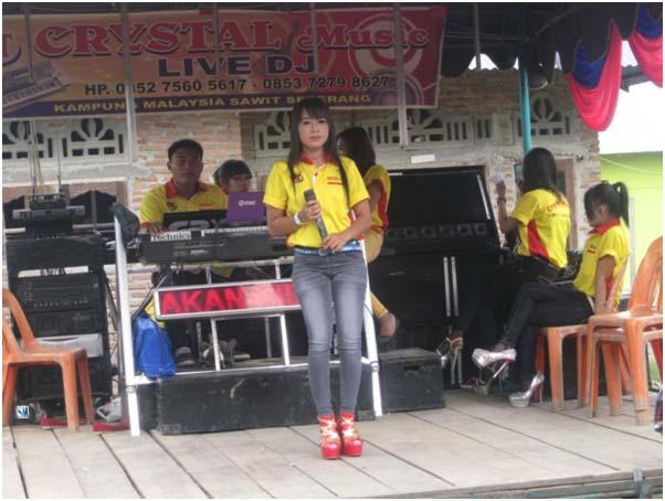 """Di Kota Medan pernikahan disebut """"Pesta"""" dan umumnya mengundang Keyboard Musik"""